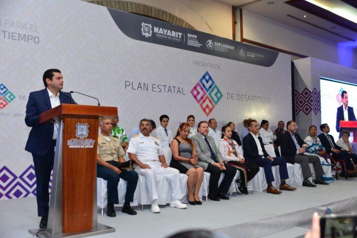 Toño Echevarría presentó el Plan Estatal de Desarrollo