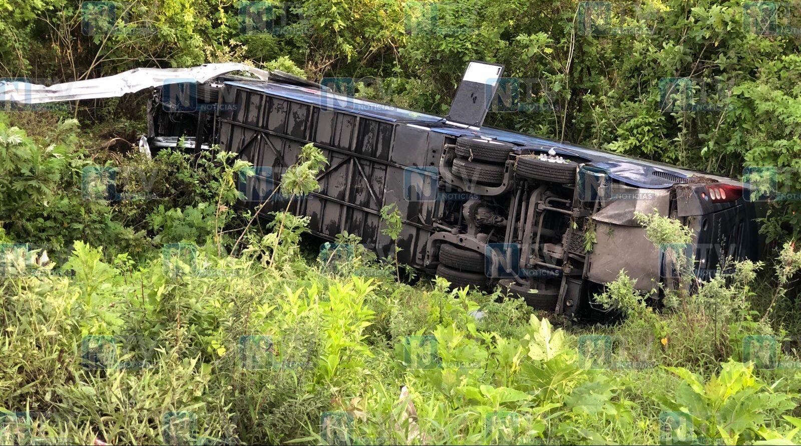 VIDEO: Cae autobús de pasajeros a barranco en la autopista Tepic-Guadalajara