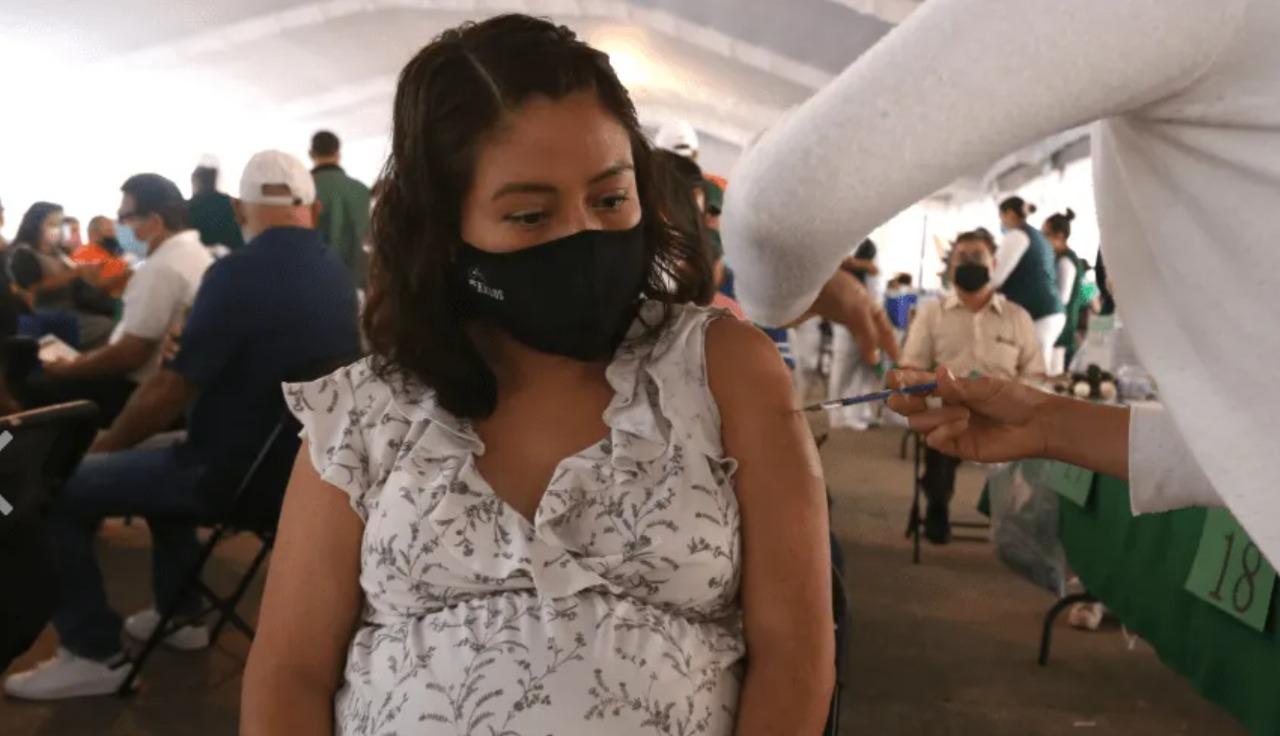 Habrá módulo permanente para vacunar mujeres embarazadas contra covid-19 en Tepic