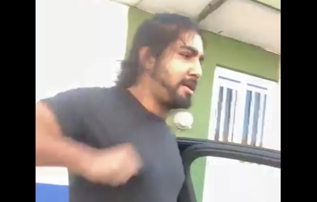 Captan a este hombre agrediendo al prestigiado pediatra Daniel Balderas de Tepic